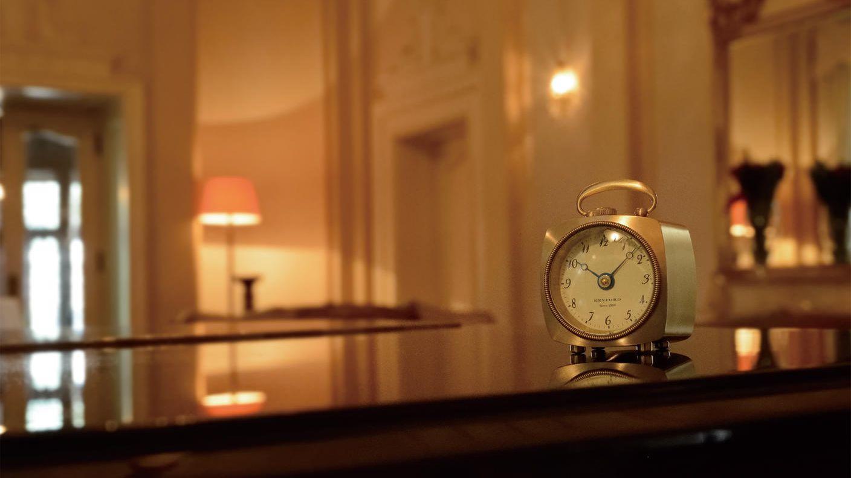 クラウドファンディングプロジェクト:創業110年の時計メーカーが製作した、ノスタルジックな置時計「グラブテーブルウオッチ」