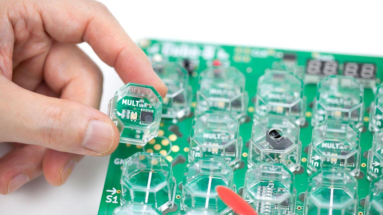 クラウドファンディングプロジェクト:大人の知的好奇心を刺激する「電子ブロックCube-D®️」ブロックの組合せで作るデジタル回路の世界